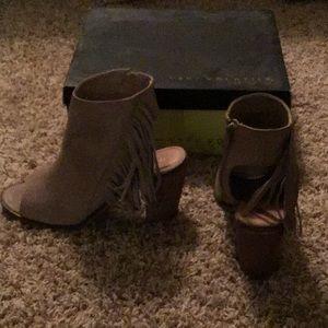 Tan heeled shoe